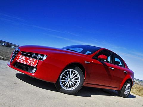 Alfaromeo 159. Бывают автомобили, которые покупают из-за цены. Есть те,которые выбирают из-за надёжности. Носоюз сAlfaRomeo возможен только полюбви!