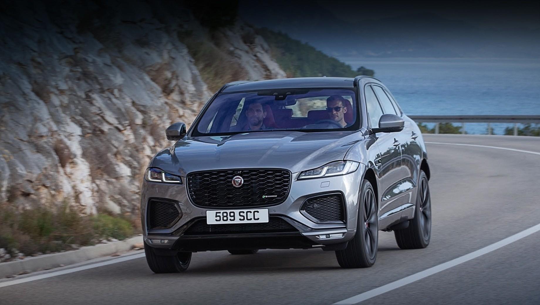 Jaguar f-pace. Почти все дизельные и бензиновые версии кроссовера для Европы дополнены 48-вольтовыми стартер-генераторами. Линейка турбодизелей состоит из агрегатов 2.0 (163 и 204 л.с.) и 3.0 (300 л.с.), а гамма бензиновых — из «четвёрки» 2.0 (250) и «шестёрок» 3.0 с комбинированным турбонаддувом (340 и 400 сил). Для России же подготовлен свой набор агрегатов, а старт продаж у нас намечен на весну 2021-го.