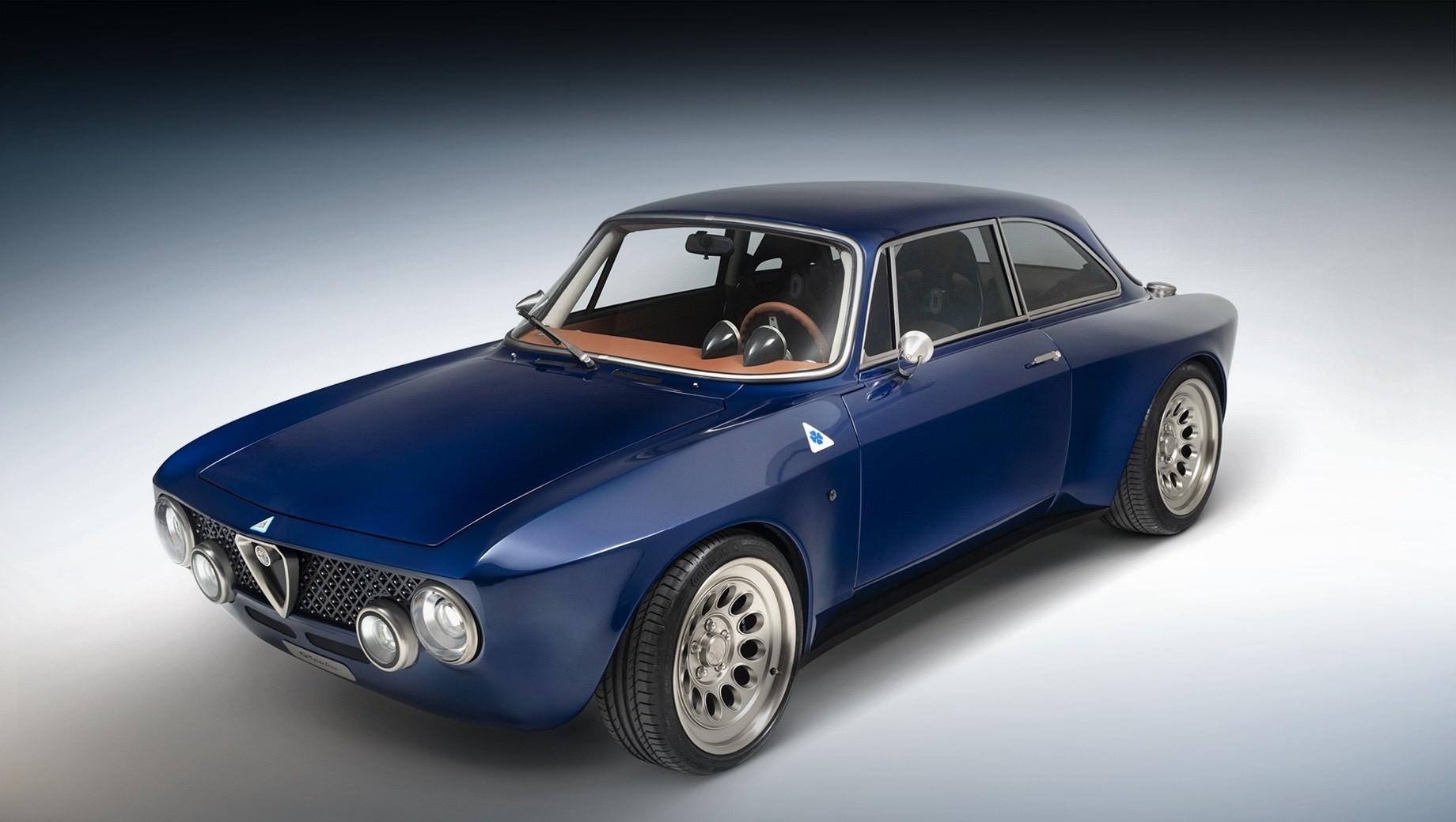Alfaromeo gta. За счёт крыльев новой формы и перекроенных задних стоек рестомод оказался заметно шире и ниже оригинального купе Alfa Romeo GT Junior 1300/1600 начала 70-х — 1760 (+180) и 1240 (+130) мм соответственно. Длина сохранилась на уровне 4080 мм. Колёсная база — 2401 мм.