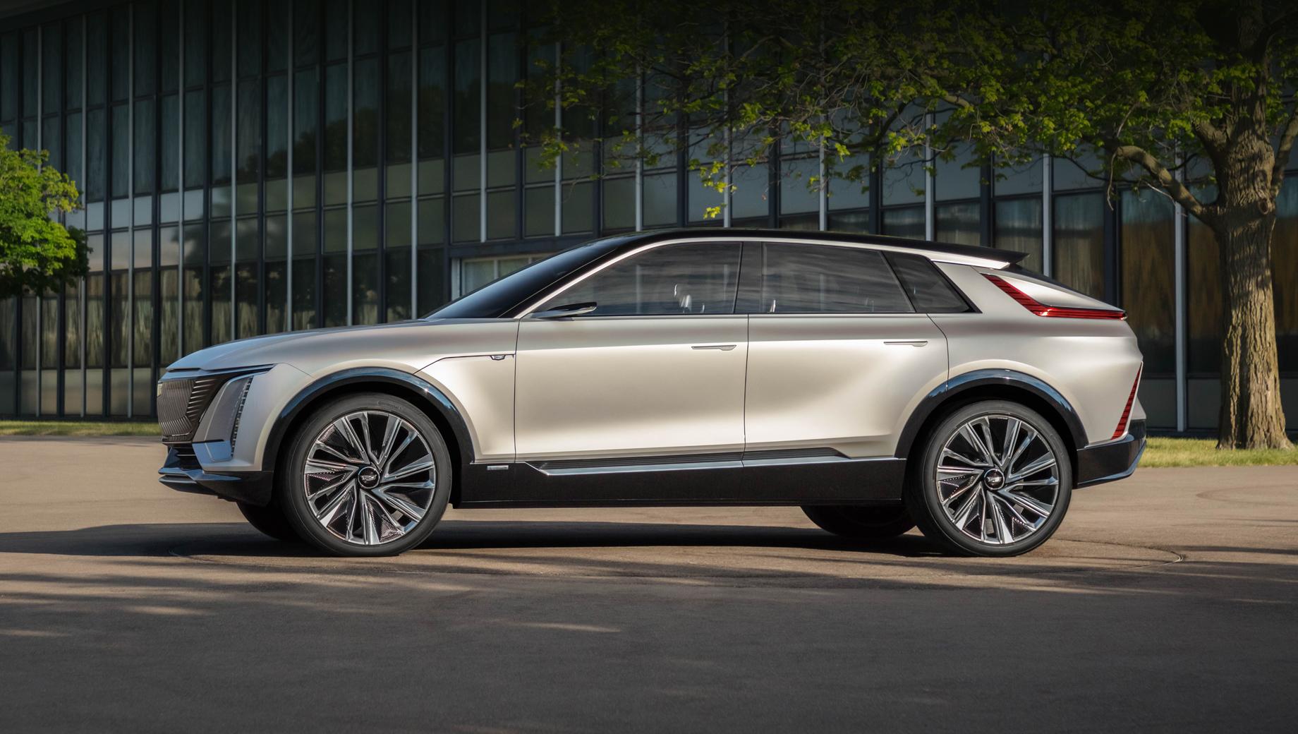 Cadillac lyriq. Электрический кроссовер Cadillac Lyriq был показан в августе как прототип «серийный на 85%». Батарея на 100 кВт•ч обеспечит машине пробег на зарядке «свыше 300 миль» (482 км).