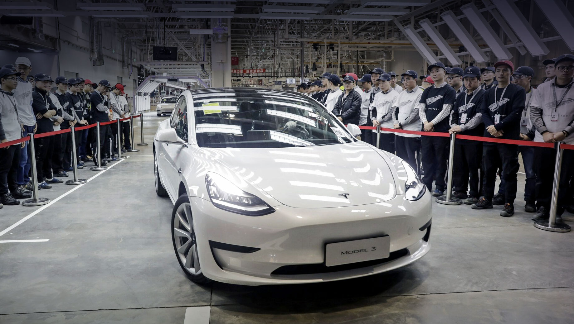Tesla model 3. Почти наверняка первенцем Теслы в Индии станет седан Model 3 китайской сборки (на фото). Ожидаемая цена — 5,5 млн рупий (5,51 млн рублей). Следом подтянется соплатформенная Model Y.