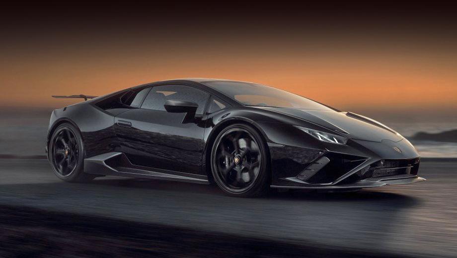 Lamborghini huracan,Lamborghini huracan evo rwd,Lamborghini huracan evo. Кованые диски, созданные в кооперации с фирмой Vossen, имеют диаметр 20 и 21 дюйм (спереди/сзади) против 19 у серийного купе. Шины: 245/30 ZR 20 и 325/25 ZR 21. Крепление колёс может быть обычным либо с центральной гайкой.