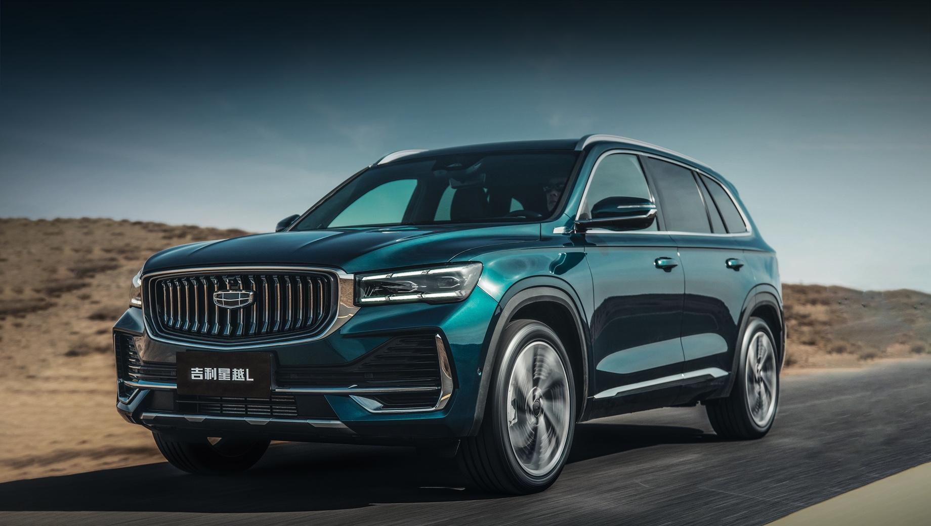 Geely kx11,Geely xingyue l. Литеру «L» китайцы толкуют по-английски: Larger, Luxury, Liberate («крупнее», «роскошь», «освобождать»). Вогнутая решётка напоминает о Volvo XC90. Светодиодные фары — матричные. По размерам «элька» отстаёт от Haoyue: 4770×1895×1689 мм, колёсная база — 2845.