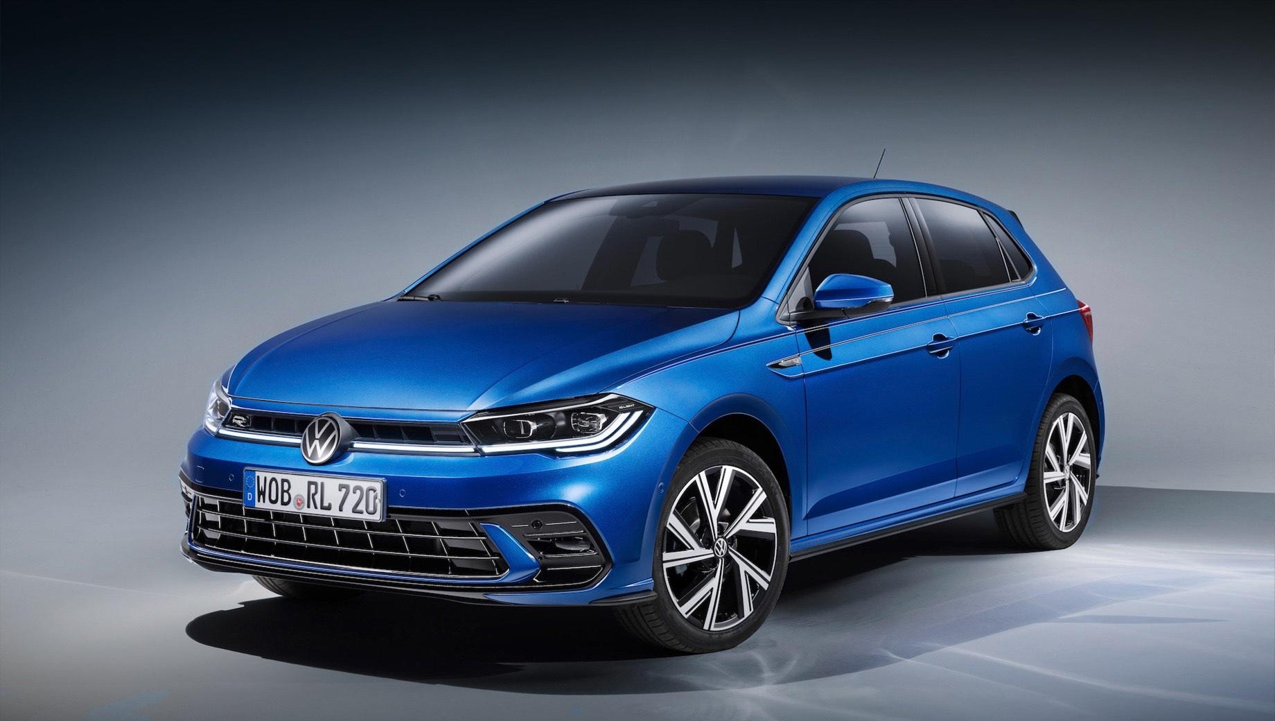 Volkswagen polo. По умолчанию все пятидверки Volkswagen Polo комплектуются светодиодными фарами и фонарями, а за доплату можно установить матричную головную оптику. К слову, диодная полоса, соединяющая фары, тоже входит в список базового оснащения.