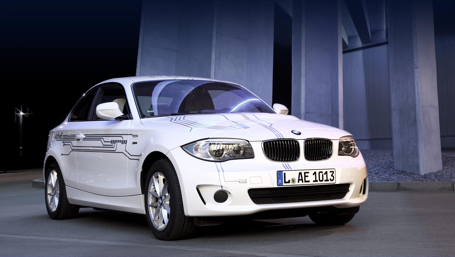 Bmw 2,Bmw m2,Bmw im2. Не все помнят, что наступление на фронте электрокаров компания BMW начала с мелкосерийного купе ActiveE (2011 год) на базе «единички» (125 кВт, 170 л.с., 250 Н•м, 32 кВт•ч, 151 км по EPA). С тех пор купе первой серии переименовалось в «двушку». Ей и начинать очередной виток электрификации.