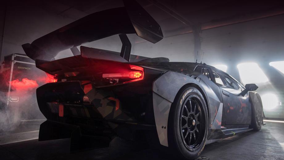 Lamborghini huracan,Lamborghini huracan gt2. Компания не раскрыла идентичность модели в подписи к тизеру, но почти нет сомнений, что перед нами GT2, о работе над которым итальянцы рассказывали ещё прошлой осенью.