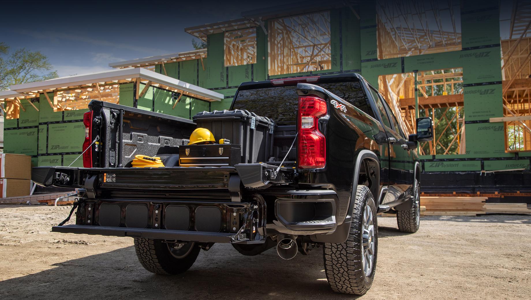Chevrolet silverado,Chevrolet silverado hd. Борт MultiPro можно заказать в комплектациях LT, LTZ и High Country в дополнение к другой опции — Power Up/Down Tailgate (привод борта).