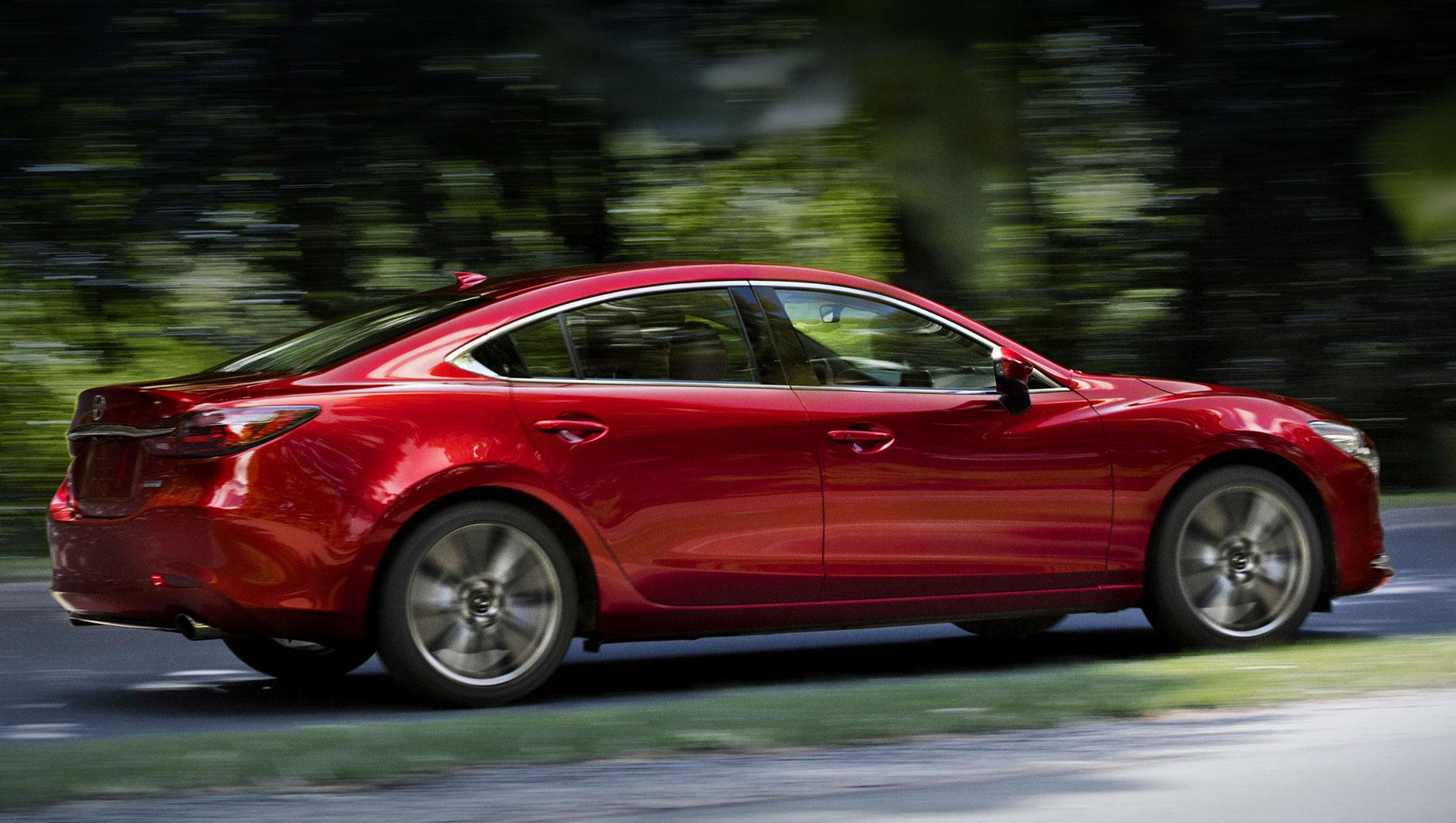 Mazda cx-3,Mazda 6. «Шестёрка» доступна американцам с двумя бензиновыми моторами: атмосферником Skyactiv-G 2.5 (190 л.с., 252 Н•м) и турбочетвёркой Skyactiv-G 2.5 (230 л.с., 420 Н•м). Оба идут с шестиступенчатым «автоматом» и передним приводом. Цены — от $24 475 до $35 900 (1,79–2,63 млн рублей).