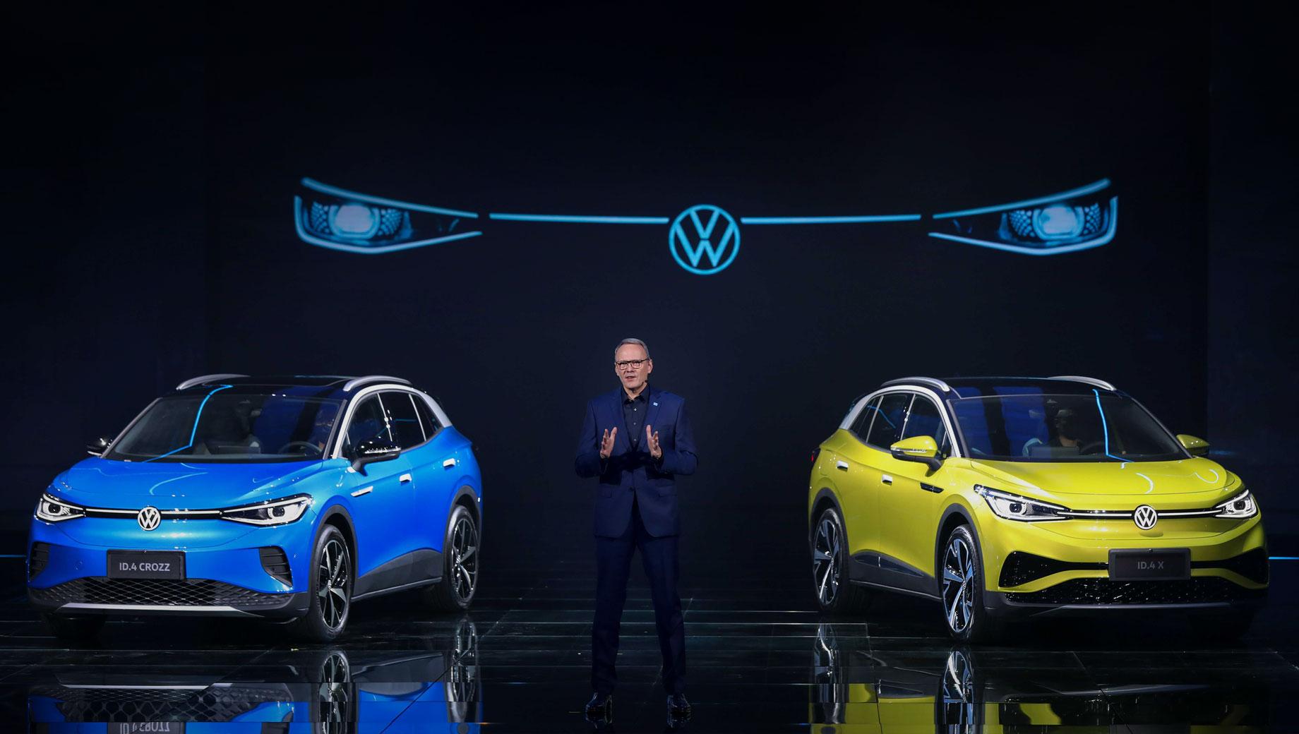 Volkswagen id 4,Volkswagen id crozz,Volkswagen id 4 x. Volkswagen построил для Китая два «айди-четвёртых»: ID.4 Crozz от предприятия FAW-Volkswagen вышел на рынок в феврале, а ID.4 X от альянса SAIC Volkswagen — в марте. Мощность обоих варьируется в пределах 125–150 кВт (170–204 л.с., 310–460 Н•м). Запас хода: 402–555 км (NEDC).