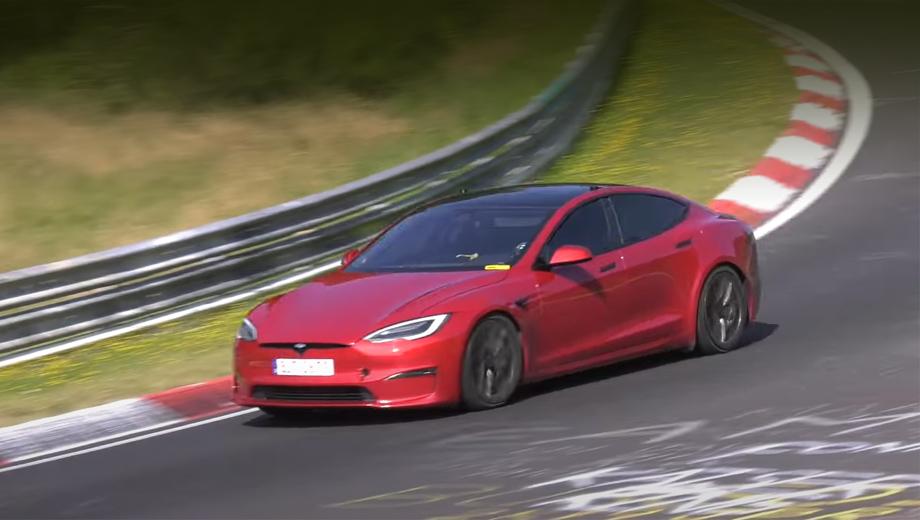 Tesla model s,Tesla model s plaid. Tesla Model S Plaid стоит в США от $129 990 (9,46 млн рублей), в Германии — от 126 990 евро (10,95 млн), а в Москве прайс начинается с 11 063 542 рублей.